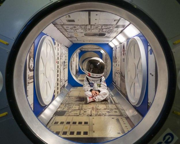 ребенок в космосе