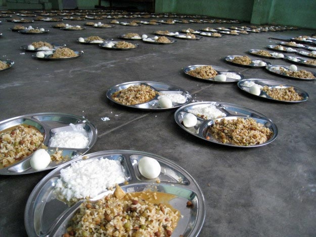 indiya-ris-s-tvorogom-sambar-i-sladkij-desert-rasagula
