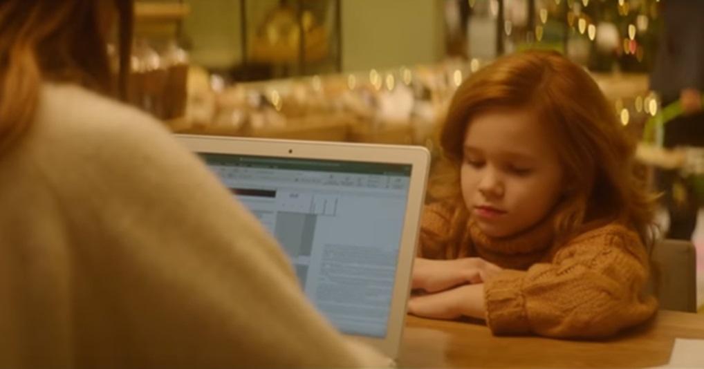 Трогательное новогоднее видео о том, как важно дарить детям внимание, даже если мы сильно заняты