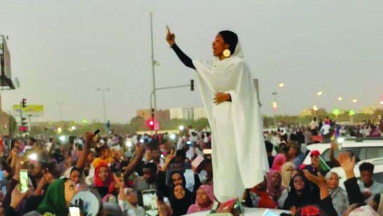 foto attivista sudanese Hala al-Karib