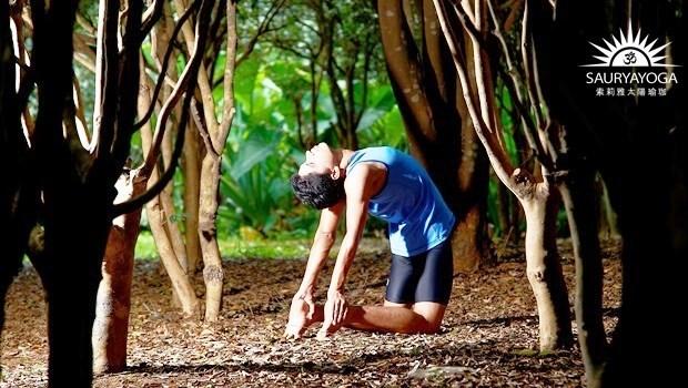 清空一整年的負能量!一個瑜珈動作,伸展全身90%的肌肉,釋放卵巢緊張、保養生殖系統