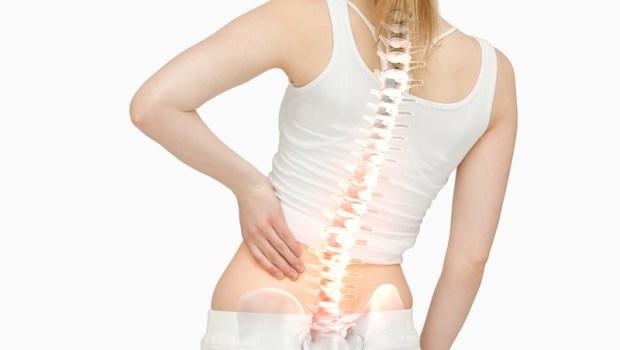 一跑就腰痛,腰椎變直了你知道嗎?運動醫師教你用「一個拳頭」找出腰椎問題