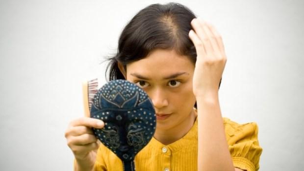 家裡沒人禿頭,怎麼輪到我就頭髮稀疏...藥師:這10種藥可能害你掉髮
