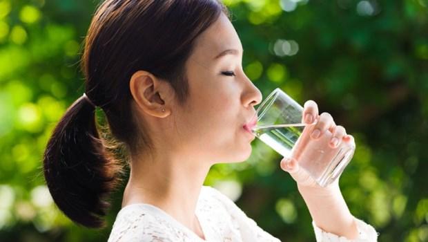 早晨4杯水,是最簡單的排毒法!切記喝完水,●●分鐘後才可以吃東西