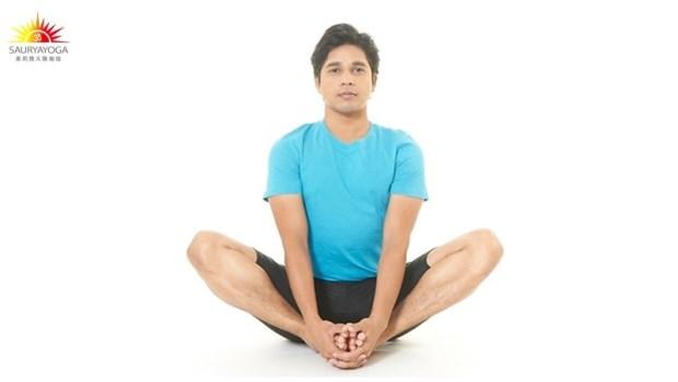 一個動作讓子宮變年輕!印度瑜珈冠軍:3分鐘「骨盆腔瑜珈術」強化肌群、保護內臟器官