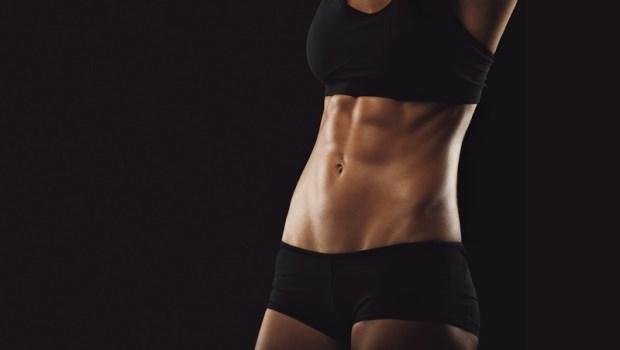 專為新手設計!每天只要4分鐘,4個動作讓你邊燃脂邊練出明顯腹肌