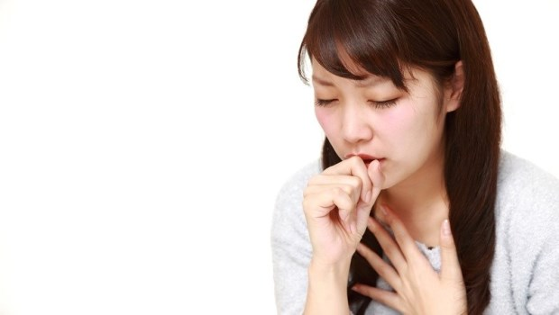 喉嚨痛要喝膨大海?咳嗽要吃枇杷膏?兩大中醫師聯手破解:感冒常見8迷思