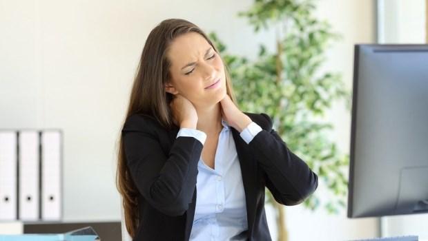 肩頸緊繃、痠痛,別再以為是骨刺啦!吃骨科、復健科的藥吃不好,是因為你該看「身心科」