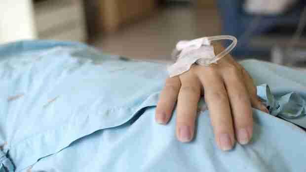 病人過世後,到她的夢裡道別...護理師在血液腫瘤病房,看見的奇蹟與脆弱