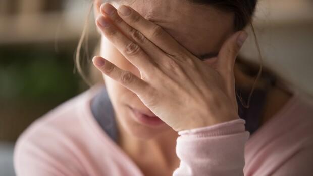 有種頭痛是放鬆才開始痛!「週末型頭痛」解密,腦科名醫鄭淳予教你:5招正確「補眠術」