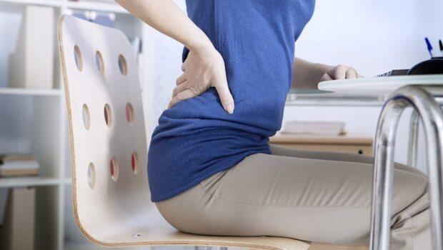 其實坐超過OO分鐘就傷腰!物理治療師用一張圖告訴你:你可能平常都會做的「4個錯誤姿勢」