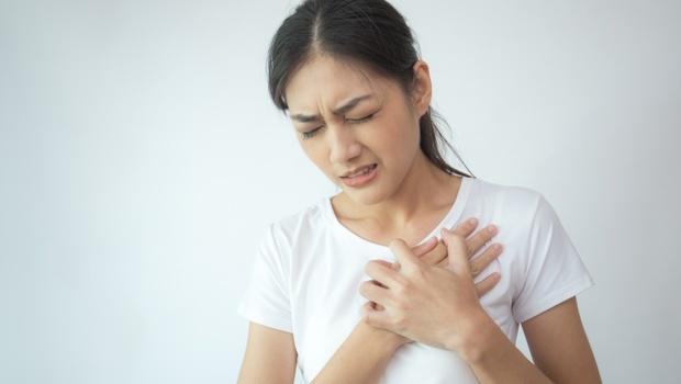 胸悶、手麻、肩頸僵硬...為什麼復健沒有用?醫師告訴你:改善神經壓迫,你真正該做的是「這件事」