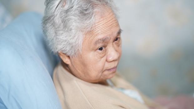 不愛動、吃不下...精神科醫師:你以為的老化,其實是「憂鬱症」!長輩出現「這3種狀況」要小心