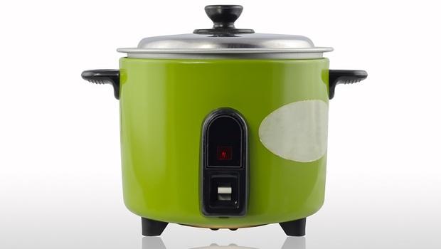 「電鍋」其實和冷氣一樣耗電!專家幫你揪出:3種家中「隱藏版吃電怪獸」