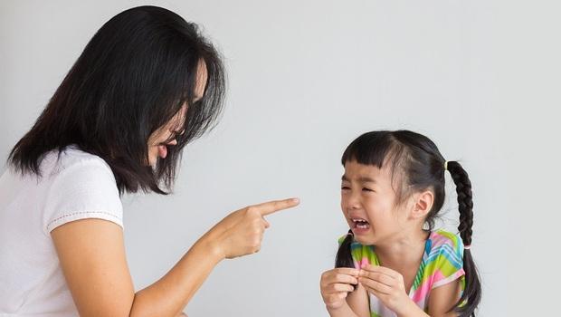 孩子不聽話,只會用罵的?小心養出「反社會人格」!「嚴格vs.放任」無法拿捏的父母必學:美20年心理治療師的「合作教養法」