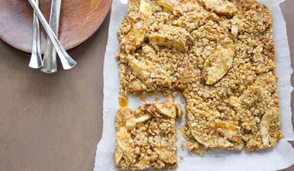 salted caramel apple crisp bars