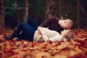 fall maternity photo idea