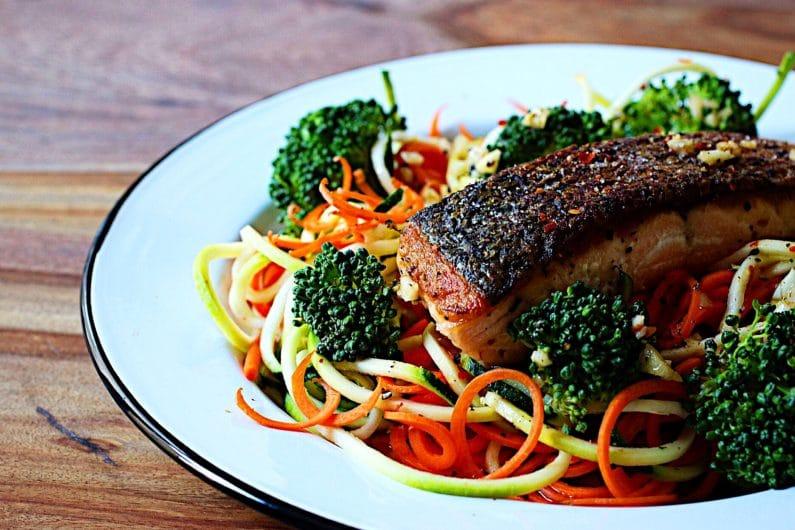 I Heart Umami Meal Prep Challenge. Paleo Whole30 meal prep. IHeartUmami.com. Crispy Salmon Fillet.