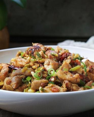 Healthy and delicious Paleo Kung Pao Chicken you can make easily at home !