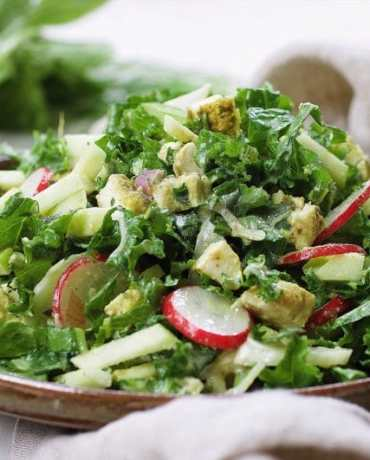 Paleo Curried Chicken Kale Fennel Salad. Light and refreshing Paleo summer kale salad recipe. Perfect meal prep and Whole30 salad recipe ! IHeartUmami.com