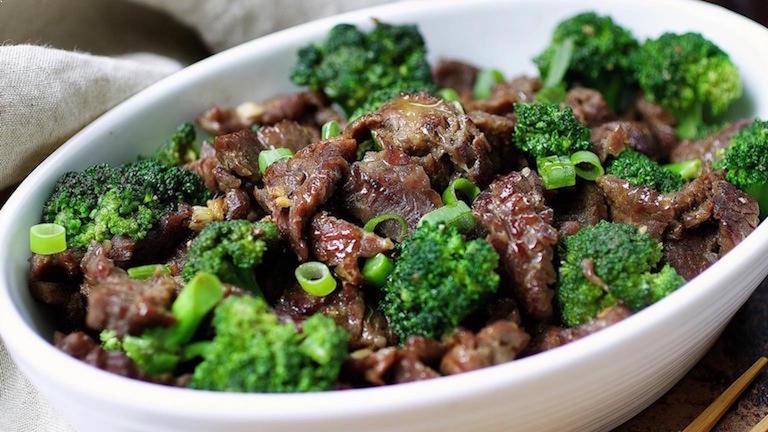 Easy Paleo Beef with Broccoli recipe with tons of flavor for everyday healthy meal !