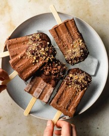 Paleo homemade dairy-free fudge popsicle recipes is keto and low carb from I Heart Umami.