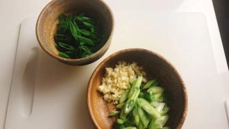 Chop scallion and ginger