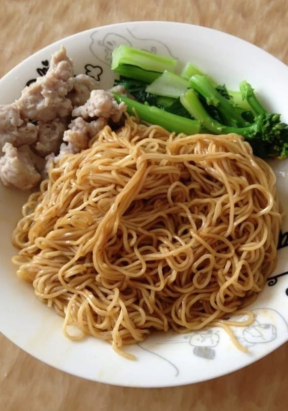 Cantonese style lo mein