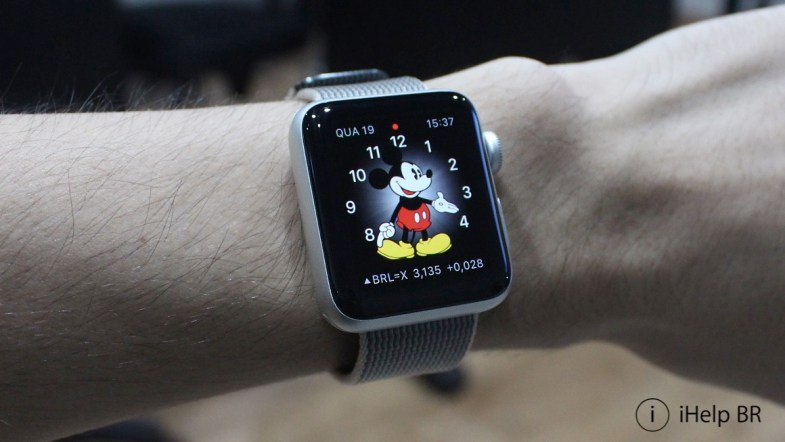 Apple Watch com tema do Mickey Mouse.