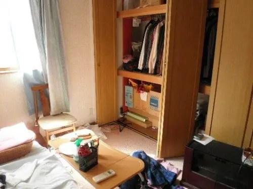奈良県生駒市での不用品回収前の部屋の状態