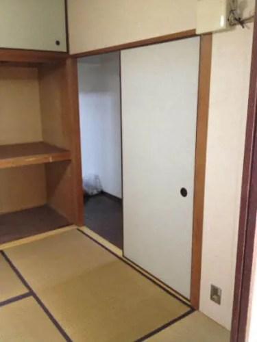 本棚が撤去された和室