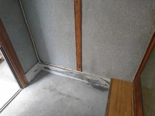 靴箱などの不用品を撤去・回収した後の玄関口