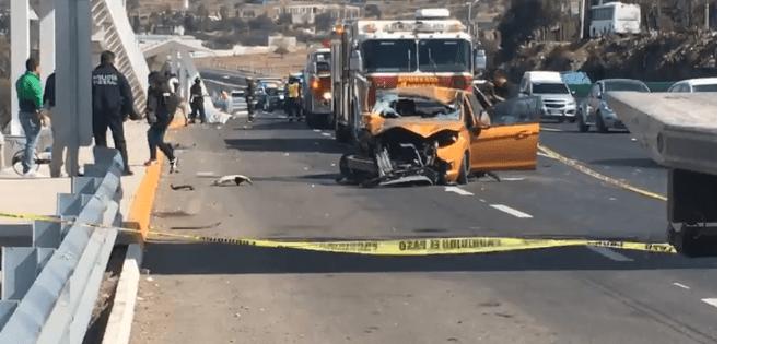 Mueren 2 mujeres en fatal accidente, sobre autopista Querétaro-San Luis, cerca de la comunidad de Corea