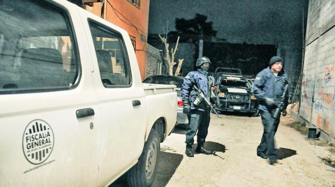 Balacera entre policías y delincuentes en calles de San Juan del Río, hay tres detenidos
