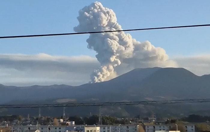 El volcán de James Bond alarma a Japón con una potente erupción