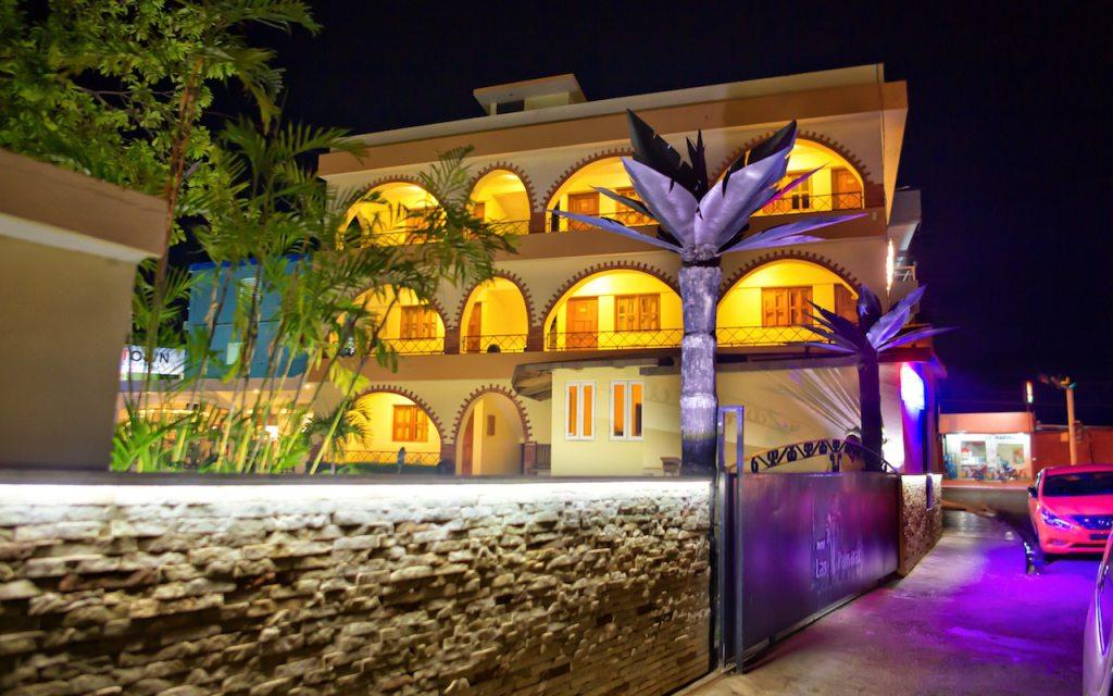 Hotel-Las-Palmeras-Nightshots-1