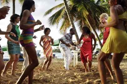 IIC Sosua Activities Dancing on the Beach 12102sc1357_SC