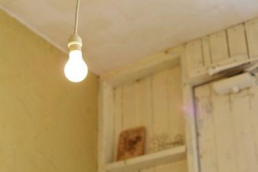 電気が点滅したら危険信号!?その原因と未然に防ぐ方法とは