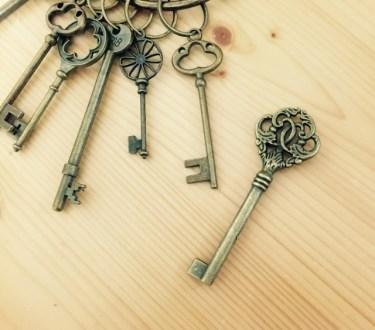 屋内につける鍵は種類が豊富!部屋のドアにも取り付け簡単!
