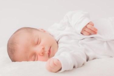 新生児の快眠のために寝具などで環境を整えよう!冬の注意点