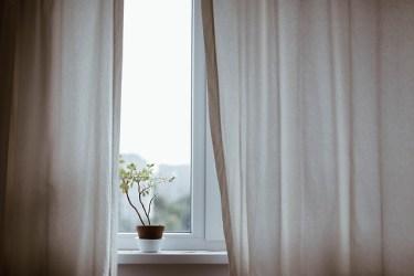 色々なカーテンタッセルがある!フックがない窓でも大丈夫!
