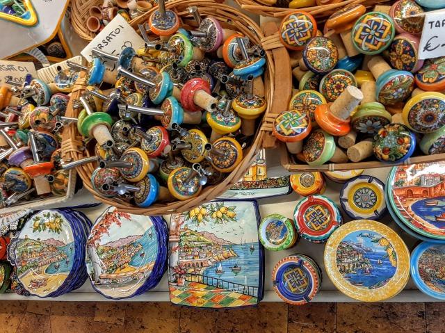 お土産【イタリア観光】絶景!アマルフィ海岸を満喫できるおすすめスポットをご紹介!お土産・食べるべき食べ物は?