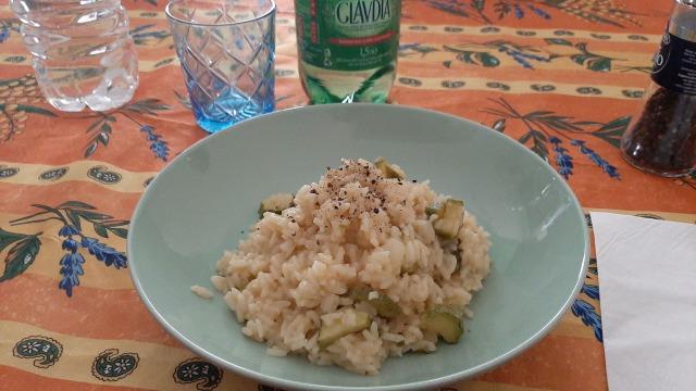 【超簡単】イタリア料理レシピ、イタリアのママ直伝!家庭でできる「リゾット」の作り方(ズッキーニのリゾット)