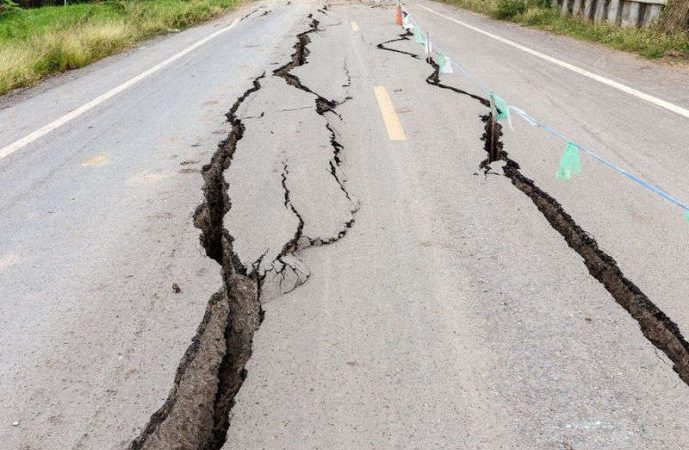 road-crack-earthquake-689x450