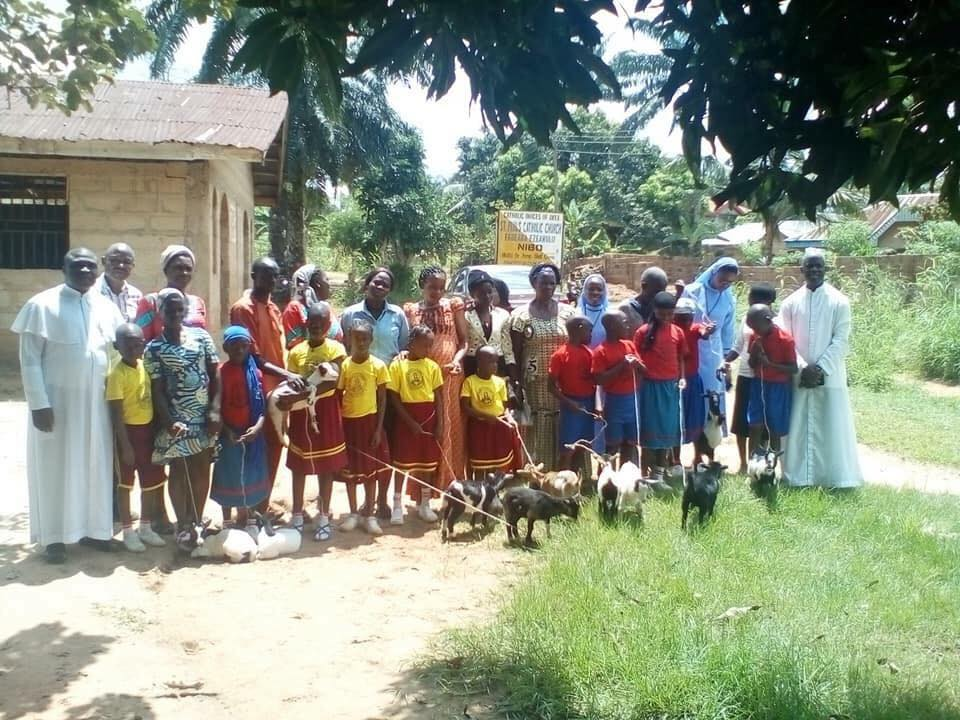 Anambra Primary School Gives Goats As Gifts To Outstanding Students (Photos)