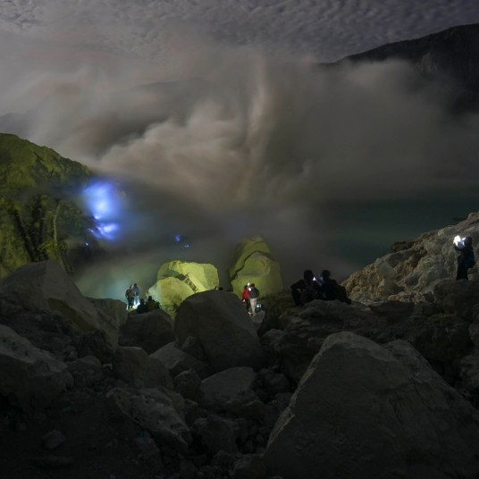 BLUE FIRE IJEN CRATER