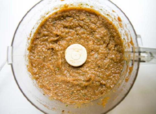 Добавьте в баклажановую икру высококачественное оливковое масло