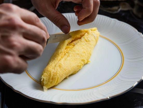 akkuratno raskrojte omlet