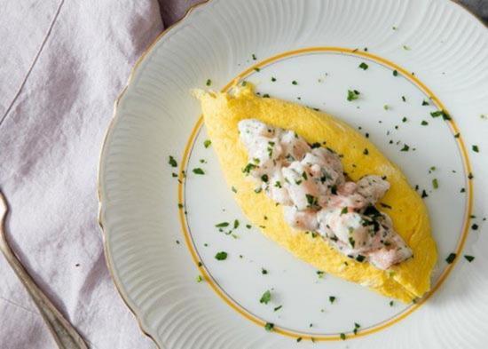 francuzskij omlet s salatom iz krivetok