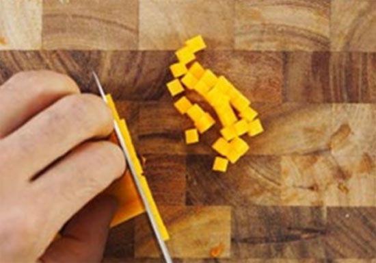 Kak narezat tykvu melkimi kubikami